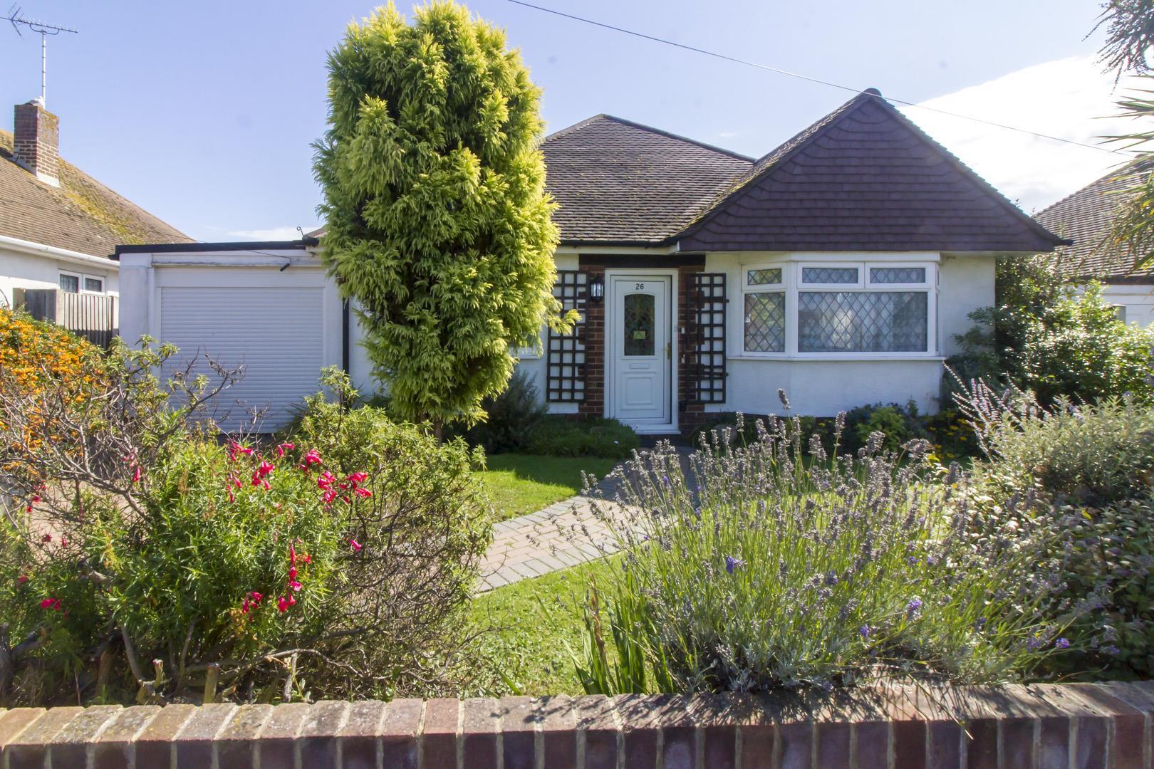3 Bedrooms Detached Bungalow for sale in Devon Gardens, Birchington